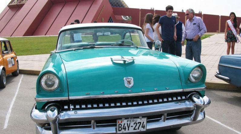 Los chiclayanos han mostrado gran aceptación por los autos antiguos (Foto: Wilfredo Sandoval / El Comercio)