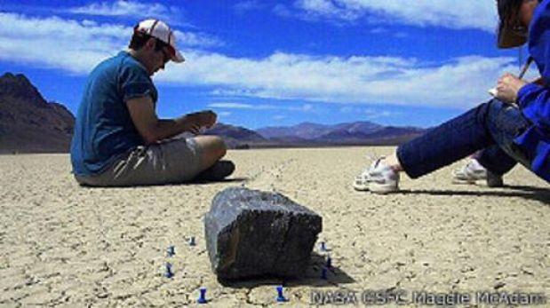 Resuelven el misterio de las rocas viajeras de California