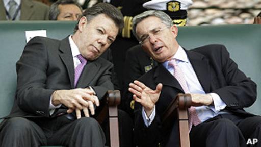 Álvaro Uribe actualmente encabeza la oposición en contra del gobierno de Juan Manuel Santos.