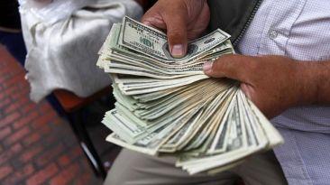 El dólar anotó un nuevo valor máximo en más de cuatro años