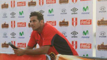 Federación asegura que Pizarro no está convocado para jugar