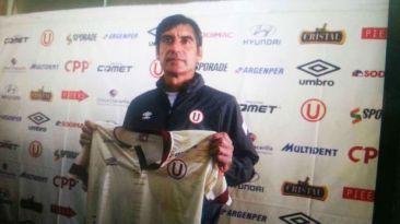 Universitario presentó a Óscar Ibáñez como nuevo técnico