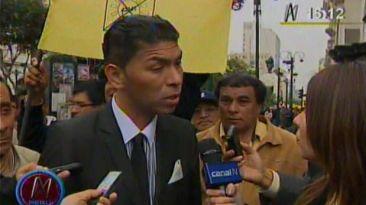 Partidarios de Castañeda le tiraron monedas a abogado opositor