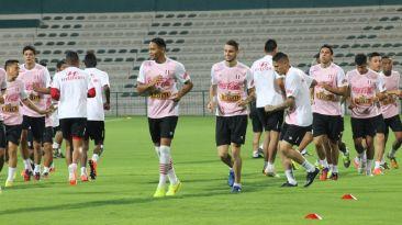 Selección entrenó en estadio donde jugará amistoso con Iraq
