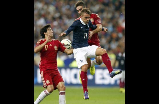 Nuevas caras de España no evitaron caída de 1-0 ante Francia