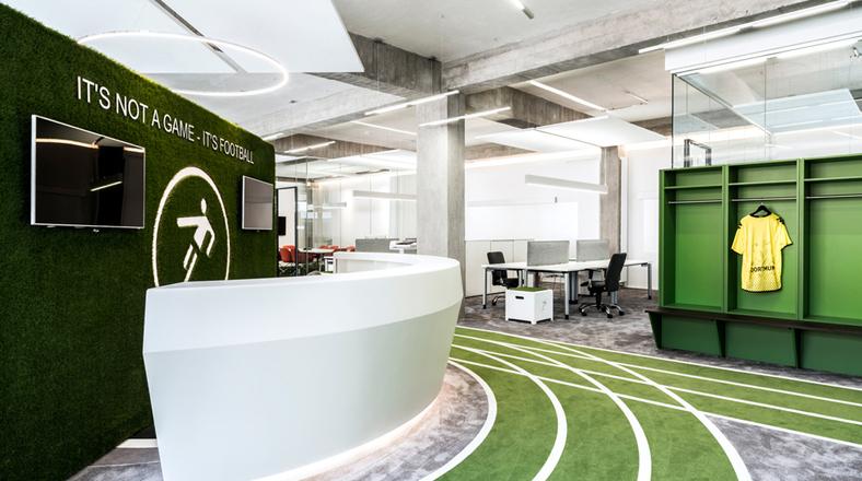 Fan tico del f tbol esta oficina est inspirada en un for El comercio oficinas