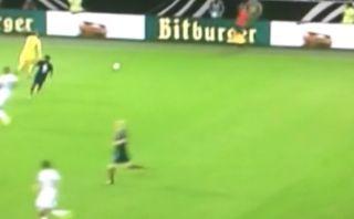 ¿Qué trató de hacer Manuel Neuer en esta singular jugada?