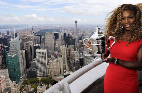 Serena Williams lució el trofeo US Open desde el Empire State