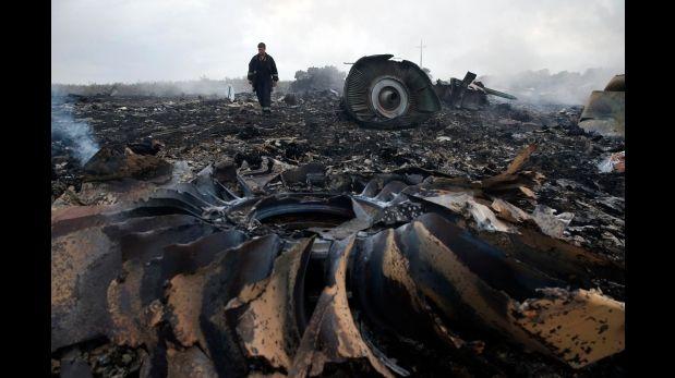 El MH17 fue derribado por el impacto de varios objetos potentes