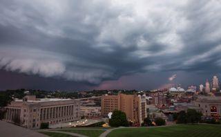 Video: Mira estas impresionantes nubes de tormenta sobre Kansas