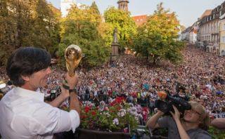 Joachim Löw llevó la Copa del Mundo a su ciudad natal