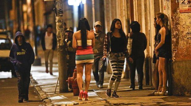 lenocinio y trata de personas prostitutas en bikini