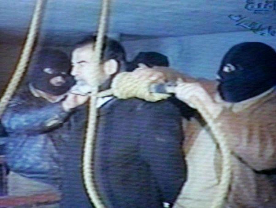 Imágenes de la ejecución de Sadam Husein fueron divulgadas posteriormente por la televisión estatal Al Iraqiya