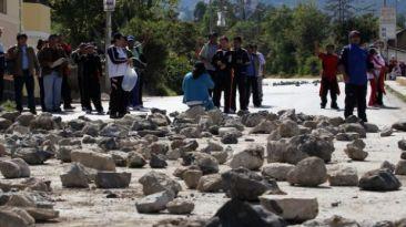 Vecinos de Ate bloquean Carretera Central para exigir semáforos