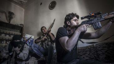 Senado de EE.UU. autorizó entrega de armas a rebeldes sirios