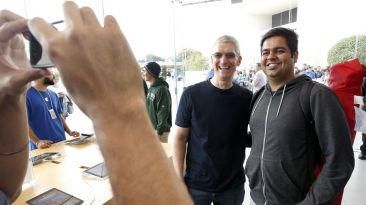 Los selfies de Tim Cook con los fans de Apple por el iPhone 6