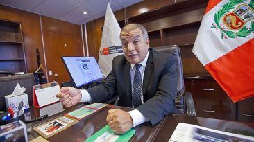 Ministro Milton von Hesse dice que mostrará todos sus correos