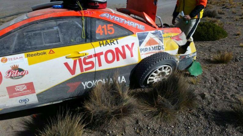 El auto de Mario Hart sufrió esta mañana un lamentable accidente en los Caminos del Inca. Se corría la segunda etapa (Arequipa-Puno-Cusco). (Fotos: Firbas Group)