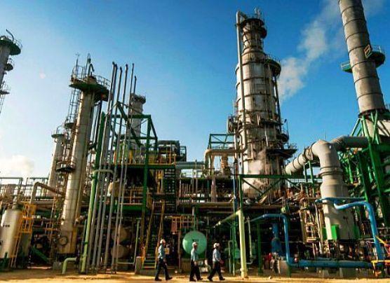 Precios de combustibles no se reducen drásticamente en el país