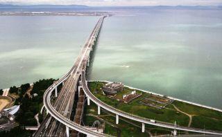 Vista especial: Espectacular aeropuerto construido sobre el mar