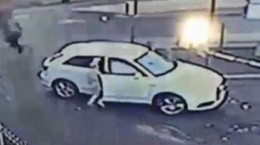 Mujer se enfrenta a ladrón e impide el robo de su auto [VIDEO]