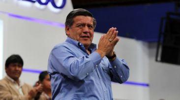 Acuña ofrece becas en su universidad para favorecer a candidato