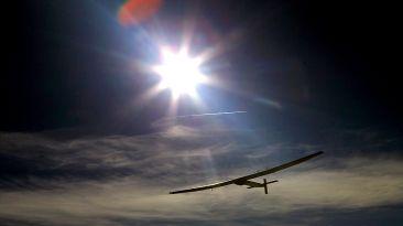 El avión solar se prepara para dar la vuelta al mundo