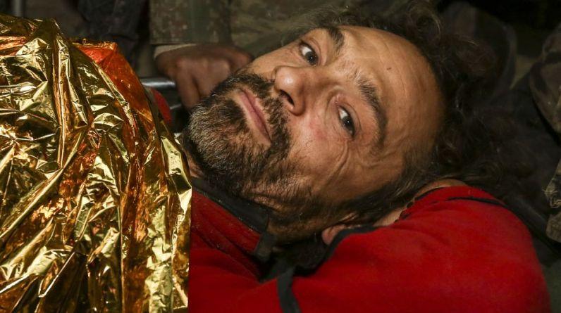 En todo momento, Cecilio López Tercero estuvo lúcido. Luego de 12 días, finalmente fue rescatado de la cueva Intimachay, donde cayó a una profundidad de 400 metros resultando con posibles fracturas en las vértebras. (Foto: Alessandro Currarino / El Comercio)