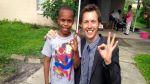 Reportero halla a niño perdido mientras informaba sobre su caso - Noticias de niños perdidos