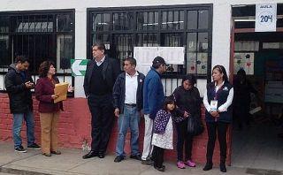 Ex presidente Alan García hizo su cola para votar