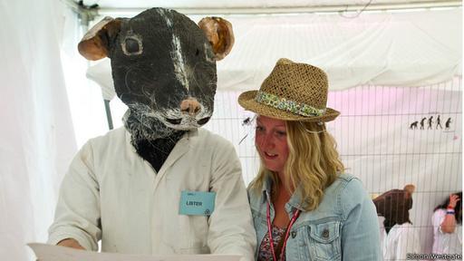 En 2003 instalaron un pabellón donde ratas vestidas de científicos interactuaban con el público.