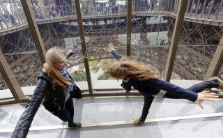 El rostro de la torre Eiffel cambió con su nuevo piso de vidrio