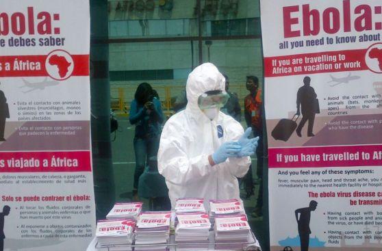 Ébola: así se informa a turistas en el aeropuerto Jorge Chávez