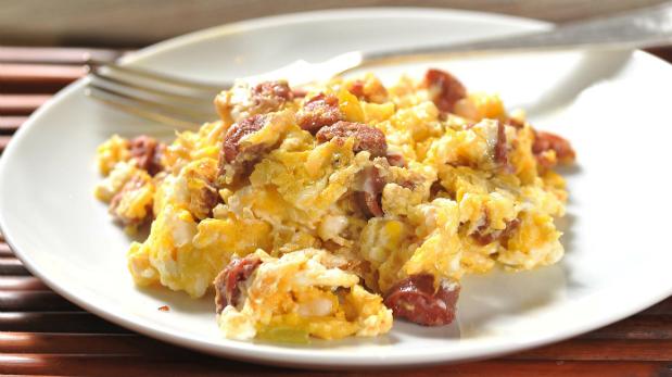 Huevos revueltos. Se recomienda emplear los huevos ligeramente crudos y consumirlo al instante