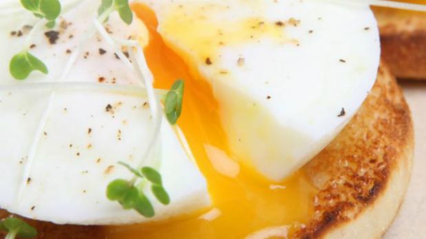 Huevos escalfados. También conocido como huevos flor, es uno de los que más tutoriales para prepararlo tiene