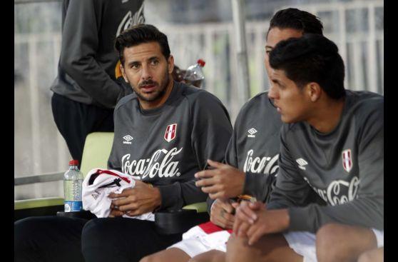 Así vivió Pizarro desde la banca la goleada que sufrió Perú