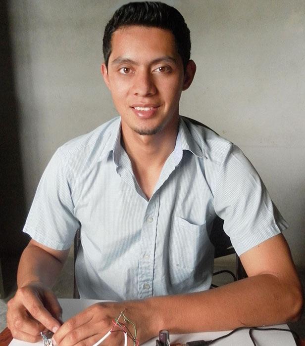 Brayan Salazar. (Foto: technologyreview.es)