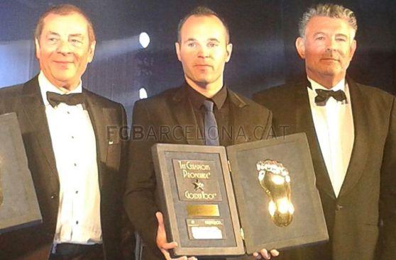 Iniesta le ganó a Cristiano: recibió premio 'Golden Foot' 2014