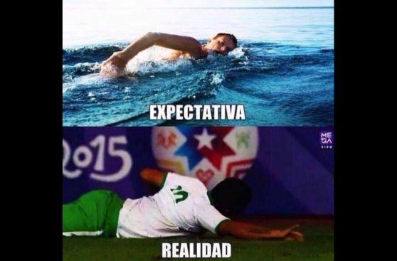 Los memes del jugador boliviano que celebró gol 'nadando'