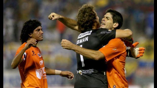 Libman atajó 4 penales y Vallejo avanzó en Sudamericana