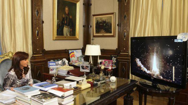La presidenta Cristina Fernández observando el lanzamiento del ARSAT-1. (Foto: Reuters)