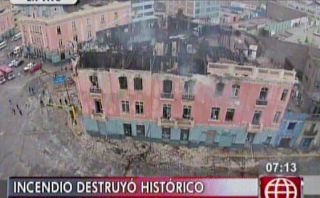 Incendio en plaza Dos de Mayo: calles y casona siguen cerradas