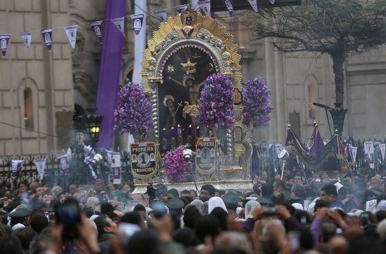 Señor de los Milagros: procesión entre el fervor y el desorden