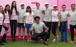 Artistas participaron de caminata contra el cáncer de seno