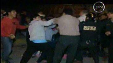 Ronderos se enfrentaron a policías por cierre de discoteca