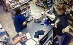 Ahuyentó a una ladrona rociándola con insecticida [VIDEO]
