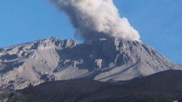 Volcán Ubinas cumplió un mes sin registrar explosiones