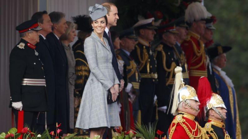 La duquesa de Cambridge reapareció hoy junto al príncipe William en la recepción al presidente de Singapur, Tony Tan Keng Yam, de visita en Reino Unido. (Foto: Getty Images)