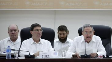 Cuba, líder moral contra el ébola, por Sostiene Menéndez