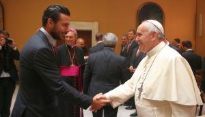 LA FOTO: El Papa y Pizarro se dan la mano en el Vaticano